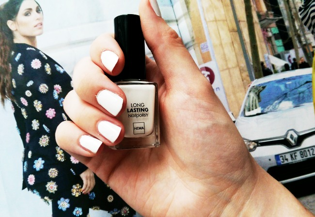 REVIEW: Witte Long Lasting Nailpolish #809 van Hema