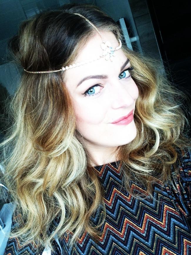 TUTORIAL: Wavy festival hair met haarsieraad