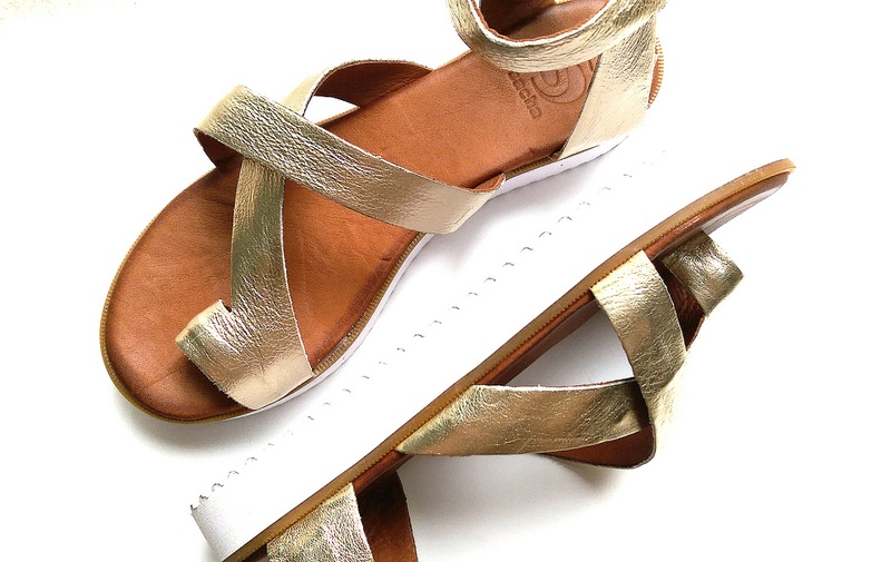 NEW IN: Twee paar metallic sandals van Sacha Shoes
