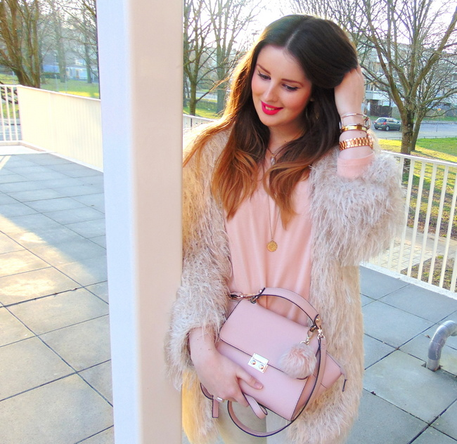 LOOK OF THE DAY: Peach Pastels