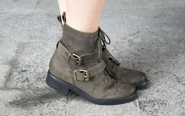 LOOK OF THE DAY: Sacha Shoes olive boots