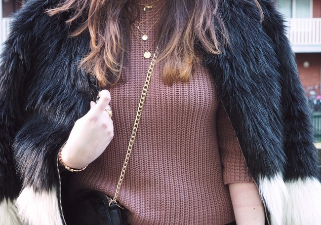 LOOK OF THE DAY: Flare trousers & Faux fur